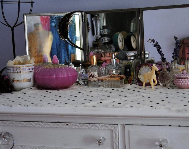 vignette styled by (and home to) Nicole Hill of Confetti Garden
