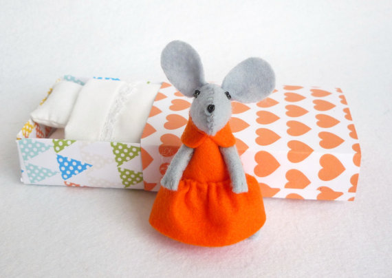 Tangerine Felt mouse in matchbox via-Atelier Pompadour, shop Etsy