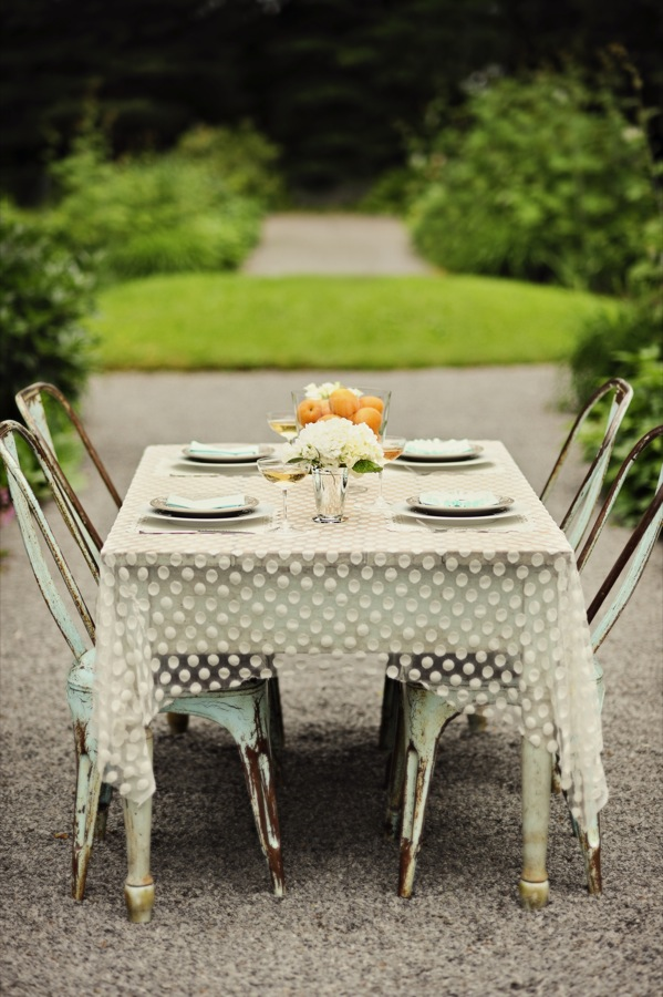 A Secret Garden Inspiration Shoot. via-The Sweetest Occasion