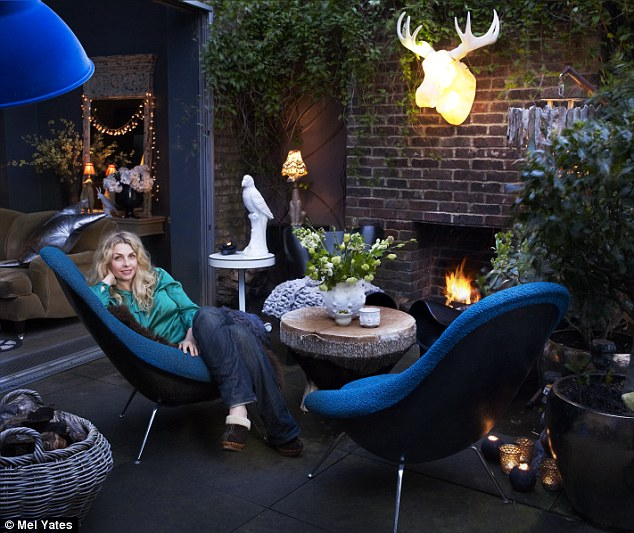 Abigail Ahern's outdoor room via-Designer Living